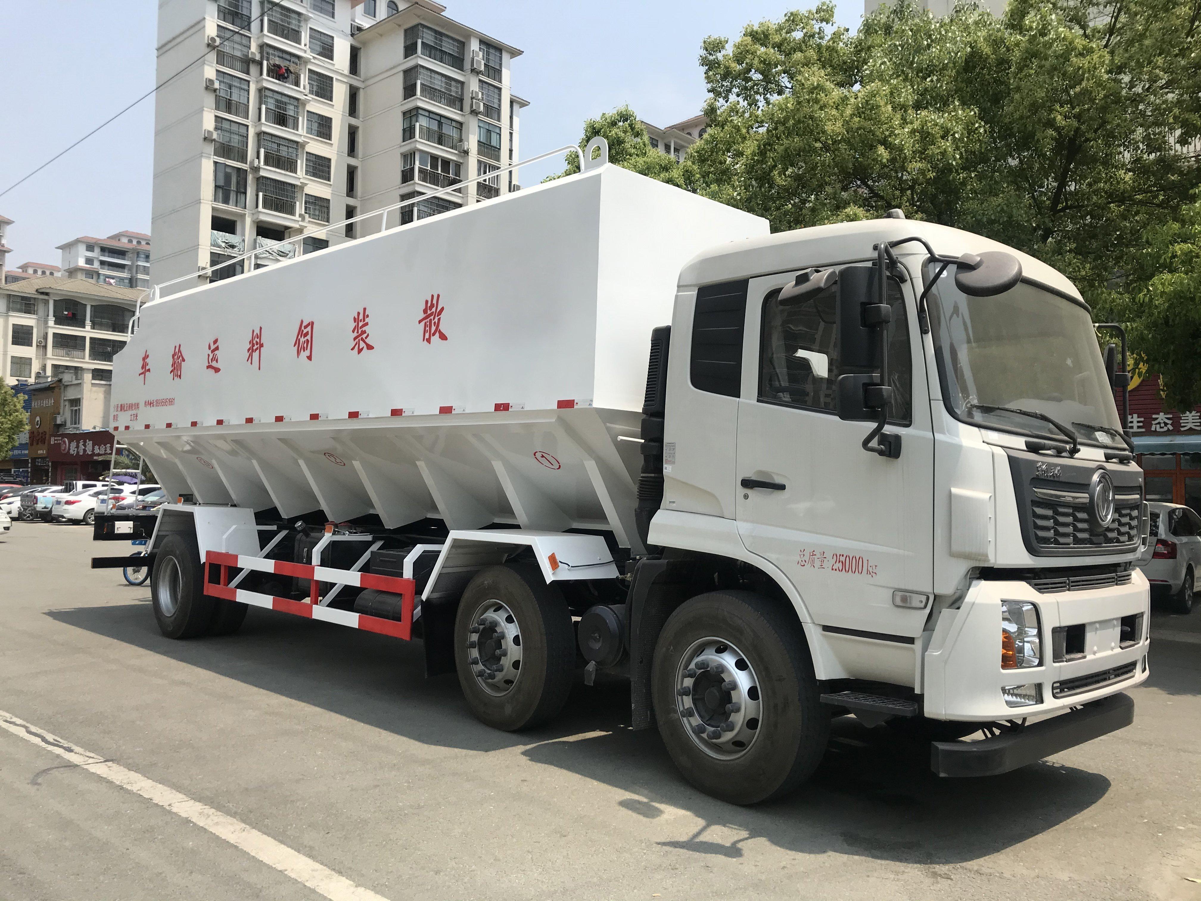 东风天锦小三轴30方散装饲料车